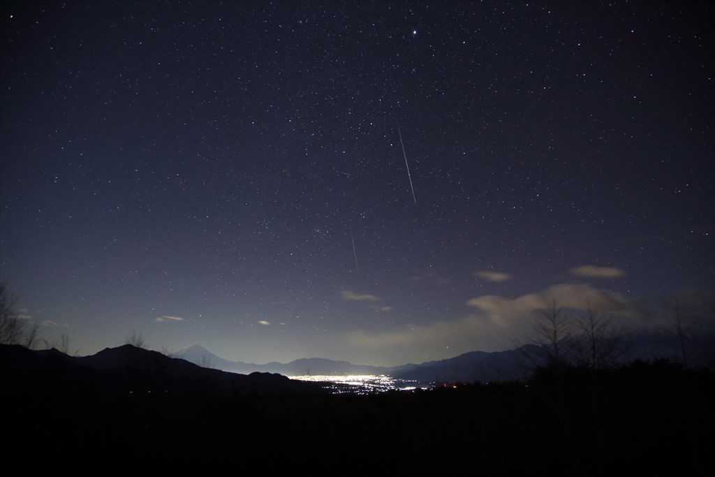 The Gemini meteor shower and the night view of Kofu basin at Kiyosato Highland