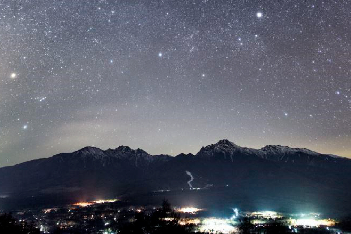The sinking winter constellation at Hirasawa Pass